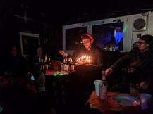 JF-Mitglied Teja mit dem wunderbaren Geburtstagskuchen.
